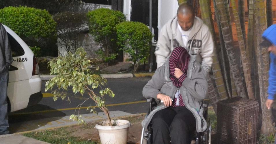 11.set.2013 - Duas idosas, uma de 61 anos e outra de 67, foram presas em flagrante ao roubar objetos de uma loja no bairro Pari, zona leste de São Paulo, na tarde de terça-feira (10). Um vendedor viu e chamou a polícia que estava na mesma calçada da loja