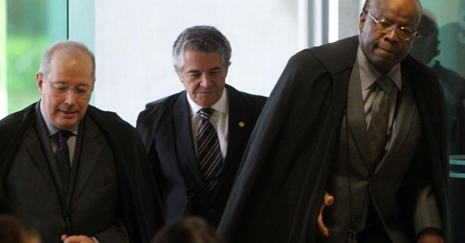 11.set.2013 - Ministros Celso de Mello, Joaquim Barbosa e Marco Aurélio Mello chegam para a sessão desta quarta-feira (11) do julgamento dos recursos do mensalão no STF (Supremo Tribunal Federal)