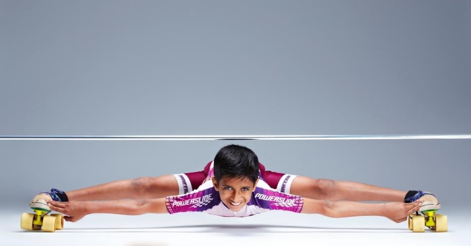 11.set.2013 - 11.set.2013 - O indiano Rohan Kokane, que detém o recorde mundial como o menor limbo-patinador do mundo, modalidade em que o atleta patina em posição horizontal, com os membros esticados, posa para foto. O garoto de 12 anos alcançou um novo recorde, ao patinar por 10 metros com uma altura de 25 cm do chão. Ele entrará para o Livro dos Recordes de 2014
