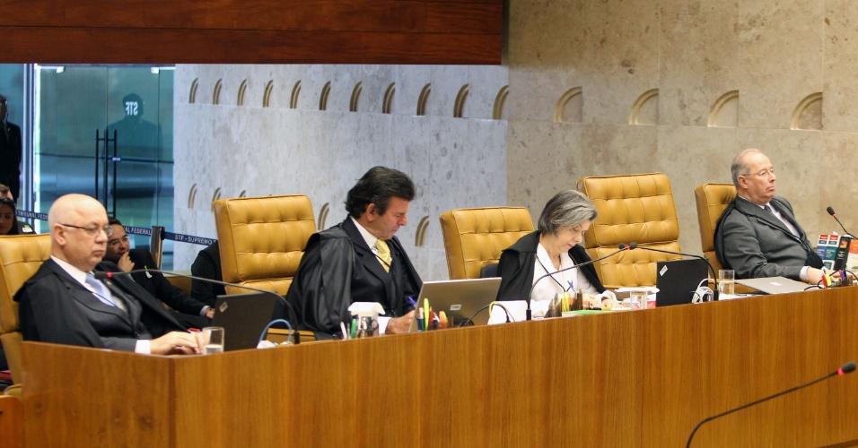 12.set.2013 - Da esquerda para a direita, os ministros do STF (Supremo tribunal Federal) Teori Zavascki, Luiz Fux, Cármen Lúcia e Celso de Mello, durante a análise dos embargos infringentes dos réus da ação penal 470, conhecida como mensalão, nesta quinta-feira (12)