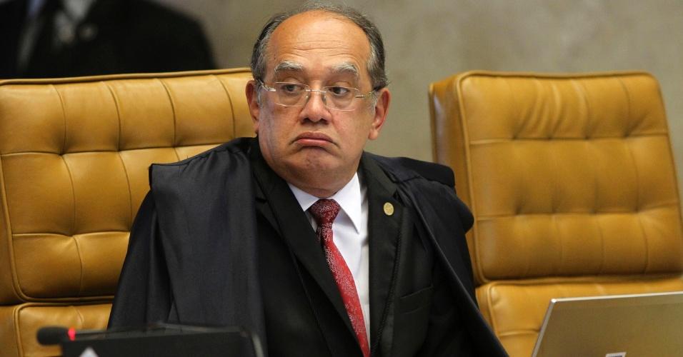 12.set.2013 - O ministro do STF (Supremo tribunal Federal) Gilmar Mendes atenta às falas dos demais ministros durante a retomada da análise dos embargos infringentes dos réus da ação penal 470, conhecida como mensalão, nesta quinta-feira (12), no plenário do Supremo