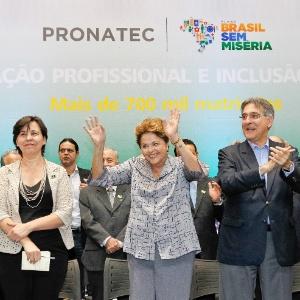 Em 13 de setembro, a presidente Dilma Rousseff (centro) participou da cerimônia de formatura de 2.530 alunos do Pronatec na cidade de Uberlândia (MG)