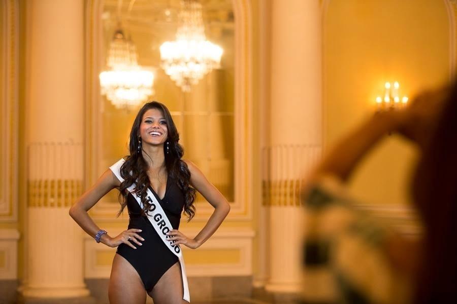 14.set.2013 - Miss Mato Grosso faz carão para foto oficial. As 27 candidatas à coroa de Miss Brasil já estão reunidas em Araxá, cidade que fica a 374 km da capital mineira, para gravação de vídeo com perfil de cada uma e sessão de fotos oficiais. A final do Miss Brasil 2013 acontece no dia 28 de setembro em Belo Horizonte