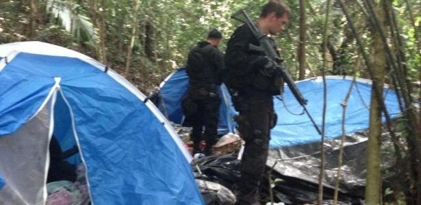 Policiais do Bope descobriram um acampamento de traficantes durante uma operação na manhã desta sexta-feira (20) no morro da Covanca