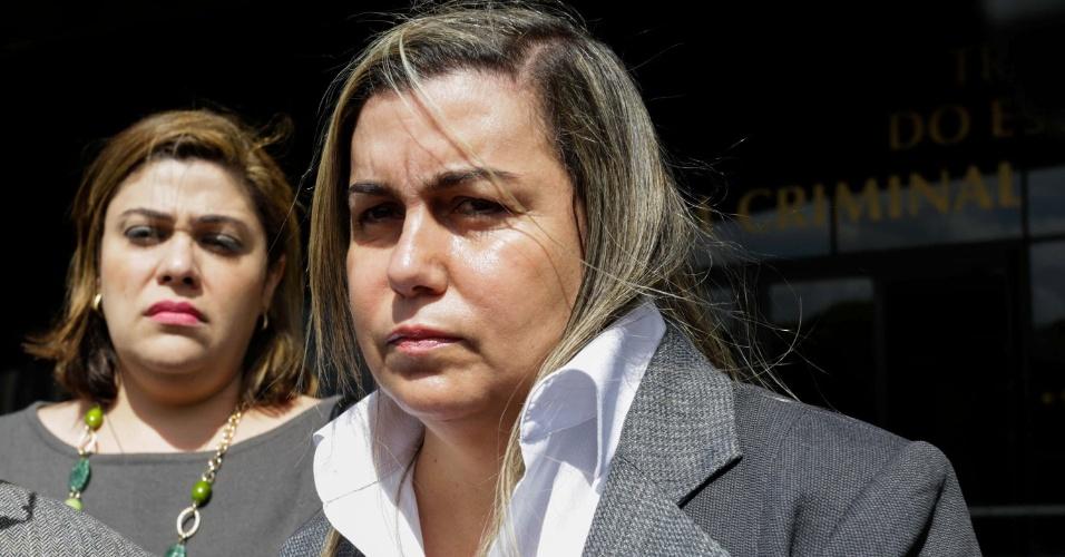 26.set.2013 - Giselma Carmem Magalhães, acusada de mandar matar o ex-marido, Humberto de Campos Magalhães, diretor da Friboi morto no final de 2008, comparece ao Fórum Criminal da Barra Funda, em São Paulo, para o terceiro dia de julgamento. Ela e o meio-irmão Kairon, respondem por homicídio duplamente qualificado