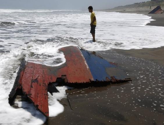28.set.2013 - Embarcação que levava imigrantes para a Austrália afundou na costa indonésia na última sexta-feira (27), matando ao menos 21 pessoas, segundo a polícia indonésia