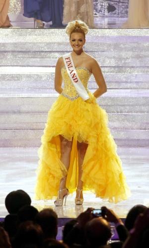 28.set.2013 - A finlandesa Maija Kerisalmi desfila durante o concurso Miss Mundo 2013 realizado em Bali, na Indonésia