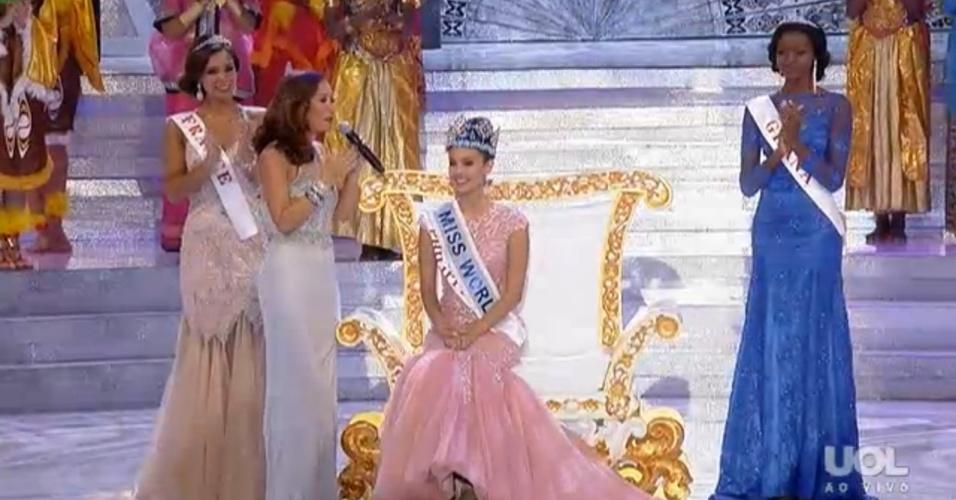 28.set.2013 - Após superar mais de cem candidatas, Miss Filipinas (centro) é escolhida como Miss Mundo 2013. Em segundo lugar ficou a Miss  França e em terceiro a Miss Gana