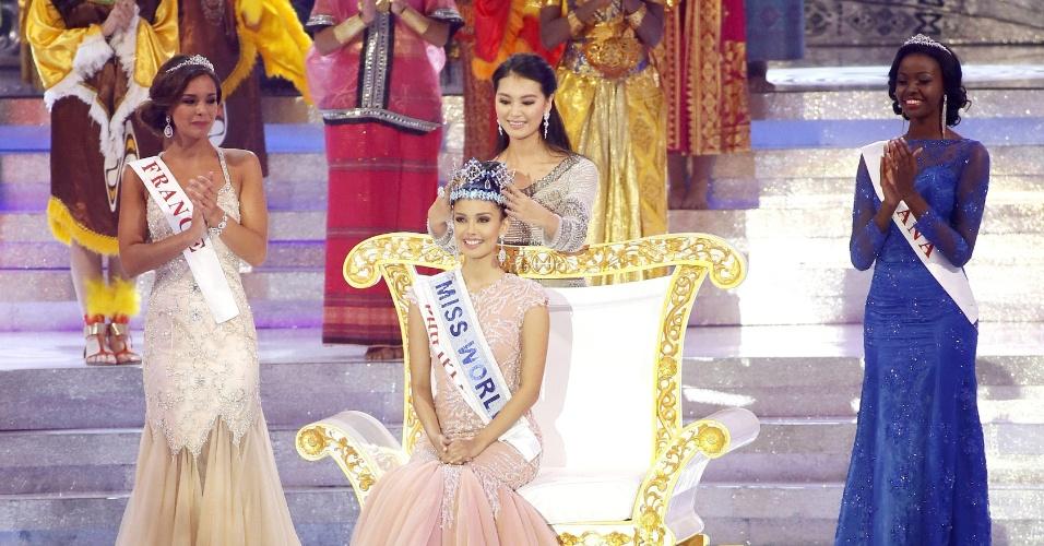28.set.2013 - Megan Young, das Filipinas, é coroada Miss Mundo 2013 durante evento realizado em Bali, na Indonésia. Ela recebeu a coroa de Wenxia Yu, a ganhadora do concurso em 2012