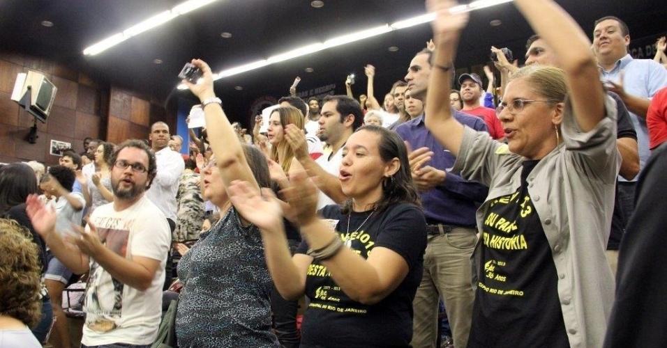 2.out.2013 - Professores em greve, movimentos sociais e políticos, grupos de combate à tortura e à vio