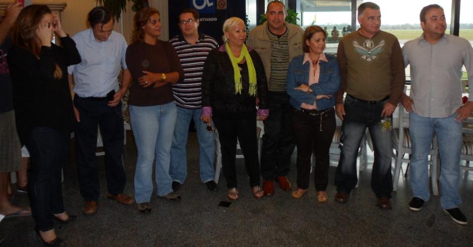 Nove médicos cubanos chegam à capital do Acre, Rio Branco, em setembro último. No centro, Sonia Gonzales Peres, que ficará em Porto Walter, uma das cidades mais isolados do Acre, no meio da selva Amazônica, onde, durante três anos, atenderá principalmente os índios Arara, que habitam a região. Porto Walter tem 9.176 mil habitantes, de acordo com o IBGE