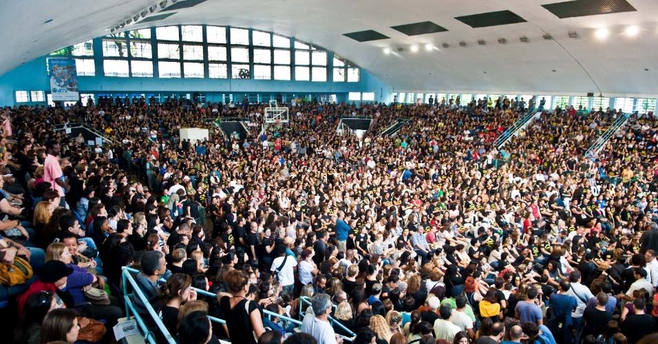 04.out.2013 - Após a aprovação do plano de cargos e salários e dos confrontos em manifestações essa semana, professores da rede municipal do Rio de Janeiro realizam assembleia geral, na manhã desta sexta-feira (4), no Clube Municipal, na Tijuca, para decidir os rumos da greve