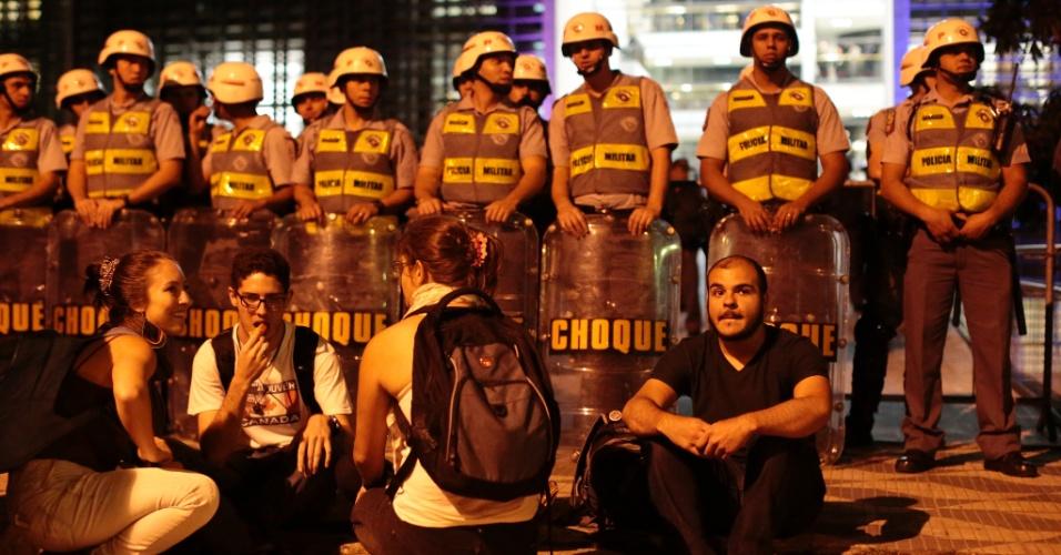 9.out.2013- Cerca de 500 alunos realizaram uma passeata até a Alesp (Assembleia Legislativa de São Paulo)  para pedir eleições diretas na USP. A Justiça negou hoje o pedido de reintegração de posse da reitoria da USP
