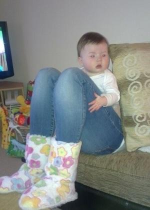 10.out.2013 - Parece, mas esse bebe não tem pernas de adulto