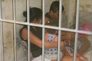 Pais e criança de dois anos presos em uma cela da delegacia de Nossa Senhora das Dores (77 km de Aracaju)