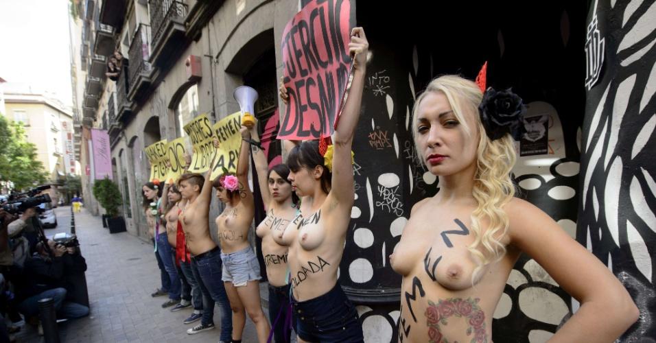 12.out.2013 - Ativistas do Femen realizam ato nas ruas de Madrid, Espanha, neste sábado (12)