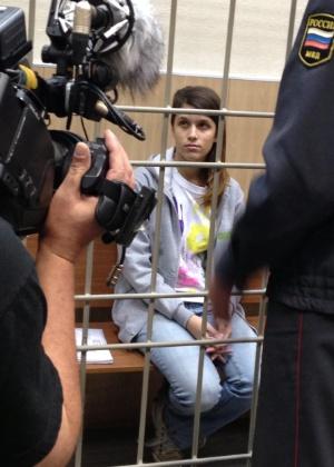 14.out.2013  - Imagem fornecida pelo Greenpeace mostra a argentina Camila Speziale, 21, durante uma audiência no tribunal da cidade de Murmansk (Rússia). Camila é um dos ativistas que participaram no mês passado em um protesto contra a exploração de petróleo no Ártico e cuja liberdade sob fiança foi negada nesta segunda-feira (14)