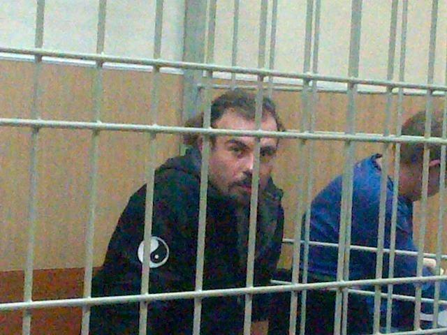 16.out.2013 - O francês Francesco Pisanu, um dos 30 ativistas detidos do Greenpeace após um protesto no Ártico, participa de audiência no tribunal da cidade de Murmansk, na Rússia. Ele está entre os quatro estrangeiros que tiveram seu pedido de liberdade sob fiança negado pela justiça russa