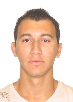 16.out.2013 - Arnaldo Rodrigues Leite dos Santos, 32, nascido em Campo Grande, é procurado por tráfico humano para exploração sexual