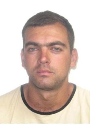 16.out.2013 - Cléder Pastorini Marques, 32, nascido em São Francisco de Assis, Rio Grande do Sul, é procurado por tentativa de homicídio agravada por motivo torpe e por atear fogo em uma casa