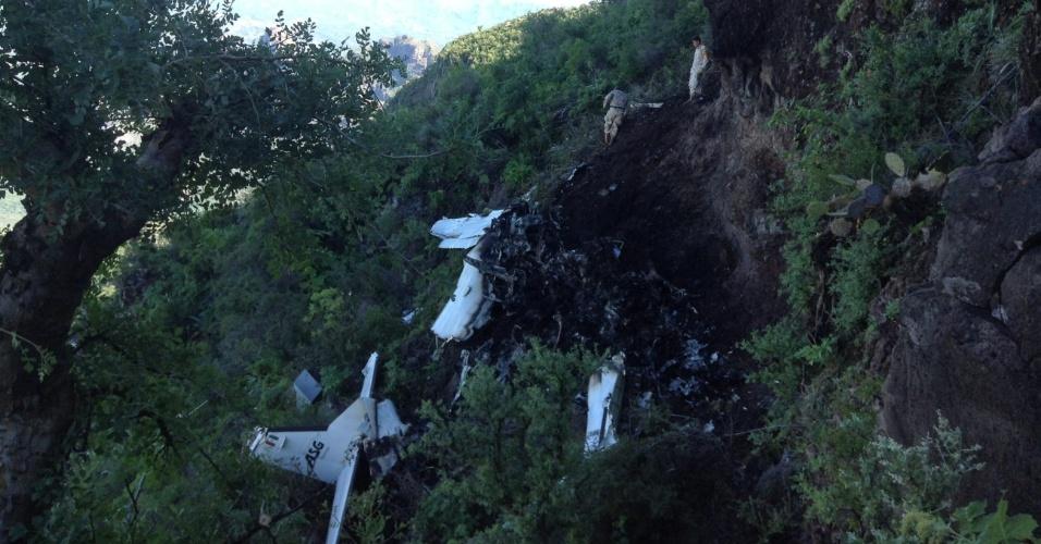 17.out.2013 - Autoridades mexicanas da península de Baja California encontraram nesta quarta-feira (16) os restos de um pequeno avião que desapareceu na segunda-feira (14). Todas as 14 pessoas a bordo morreram