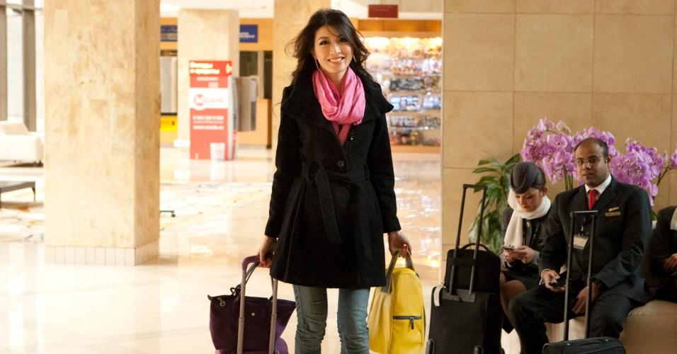 21.out.2013 - Moe Set Wine, Miss Mianmar, chega ao hotel onde será realizado o Miss Universo 2013, em Moscou, na Rússia. O concurso acontece no dia 9 de novembro e, até lá, as mais de 80 beldades vão visitar diversos pontos turísticos da capital russa e ensaiar para a grande final