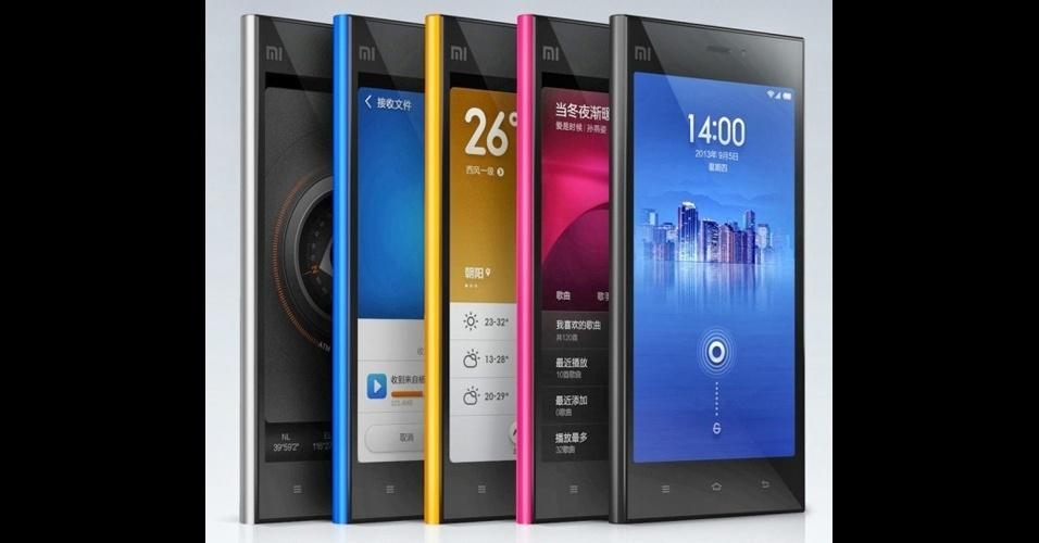 21.out.2013 - Nos primeiros 86 segundos de venda online, o smartphone Mi3, da chinesa Xiaomi, teve cerca de 100 mil unidades comercializadas. A fabricante produz celulares inteligentes populares na China e, recentemente, virou o centro das atenções ao contratar o brasileiro Hugo Barra, então vice-presidente do Android no Google. Com tela de 5 polegadas, o Mi3 vem com processador quad-core da Nvidia de 1,8 GHz e câmera traseira de 13 megapixels (e outra frontal de 2 megapixels). Custa cerca de US$ 410 (R$ 894)