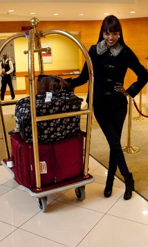 21.out.2013 - Titi Ayenew, Miss Universo Israel 2013, chega ao hotel onde será realizado o Miss Universo 2013, em Moscou, na Rússia. O concurso acontece no dia 9 de novembro e, até lá, as mais de 80 beldades vão visitar diversos pontos turísticos da capital russa e ensaiar para a grande final