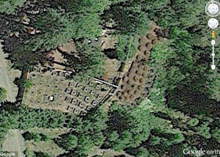 O jornal britânico ''Daily Mail'' divulgou a imagem acima, que a polícia de Oregon (EUA) usou para identificar uma plantação de maconha região de Grants Pass. As autoridades foram informadas que Curtis W. Croft, 50, fazia o cultivo no quintal de sua casa. Com o uso da ferramenta de mapas, foi possível identificar pela internet as fileiras de plantas no local (a posse de maconha do morador era maior que a permitida pelas leis do Estado)