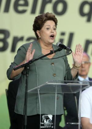 A presidente Dilma Rousseff discursa durante cerimônia de inauguração de escolas em Belo Horizonte: no olho do furacão