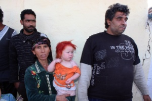 O casal Sacha e Atanas Roussev com um de seus filhos na Bulgária; exames mostram que eles são pais biológicos de Maria