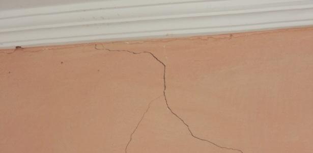 Parede de casa sofre rachadura após tremor de terra no Rio Grande do Norte, nesta sexta-feira (25)