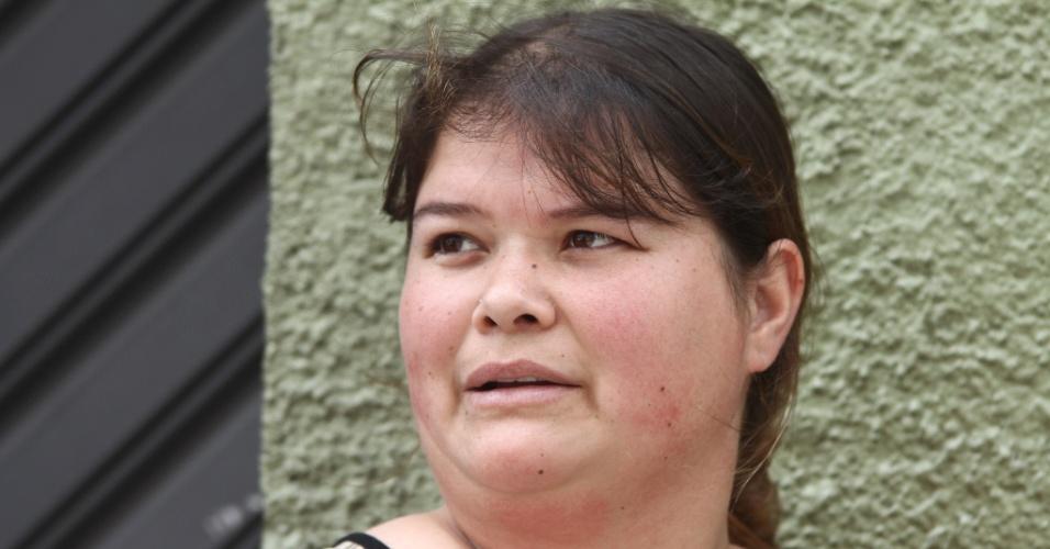 27.out.2013 - A candidata Cintia Orthey, 31, aguarda o segundo dia de provas do Enem (Exame Nacional do Ensino Médio) 2013, em Curitiba