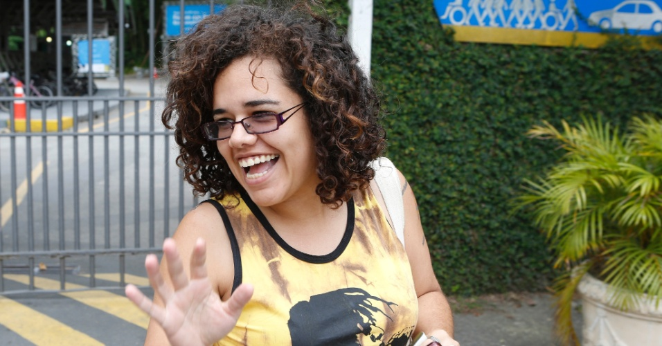 27.out.2013 - Candidata sai do segundo dia de provas do Enem (Exame Nacional do Ensino Médio) 2013 na PUC-Rio