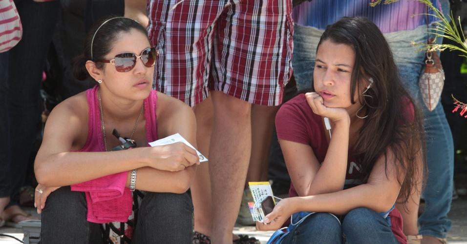 27.out.2013 - Candidatos aguardam o início do segundo dia de provas do Enem 2013 no campus da Unifor, em Fortaleza