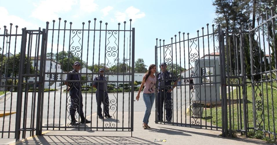 27.out.2013 - Candidatos começam a sair da PUC-Minas após o segundo e último dia de provas do Enem (Exame Nacional do Ensino Médio) 2013