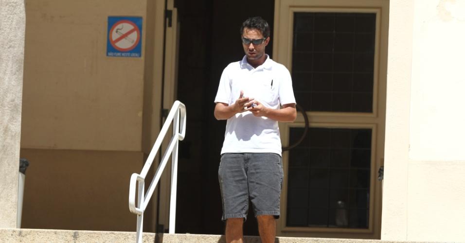 27.out.2013 - Candidatos deixam local de provas no segundo dia do Enem em Curitiba