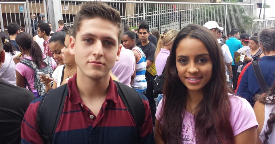 27.out.2013 - Carla Leão, 17, que está no terceiro ano do ensino médio em uma escola pública, e o colega de igreja Fernando Alves, 17, que cursa o último ano em uma escola privada. Ele quer engenharia elétrica em alguma federal, e ela, nutrição
