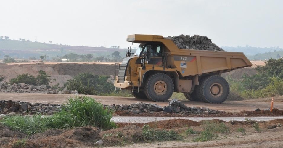 28.out.2013 - A Justiça brasileira determinou nova paralisação das obras da usina hidrelétrica de Belo Monte, em Altamira, no Pará, por ilegalidade no licenciamento ambiental. Em caso de descumprimento, a multa estipulada é de R$ 500 mil por dia