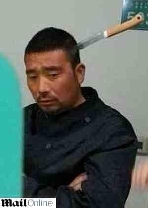 """O chinês Ho Lung, que teve uma faca enterrada na cabeça durante um """"jogo bobo que deu errado"""""""