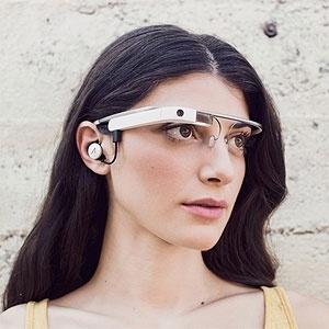 Google divulgou na rede social Google+ a nova versão de seus óculos, que tem  fone de ouvido