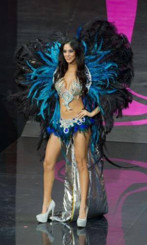 4.nov.2013 - Guadalupe Gonzalez, Miss Paraguai, em traje típico do país