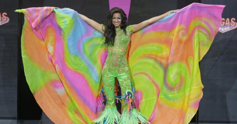 4.nov.2013 - Kerrie Baylis, Miss Jamaica, em traje típico do país
