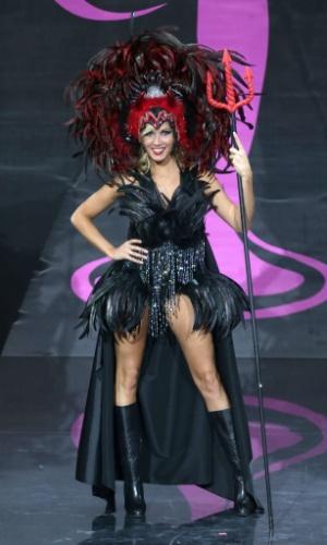 4.nov.2013 - Noemie Happart, Miss Bélgica, em traje típico