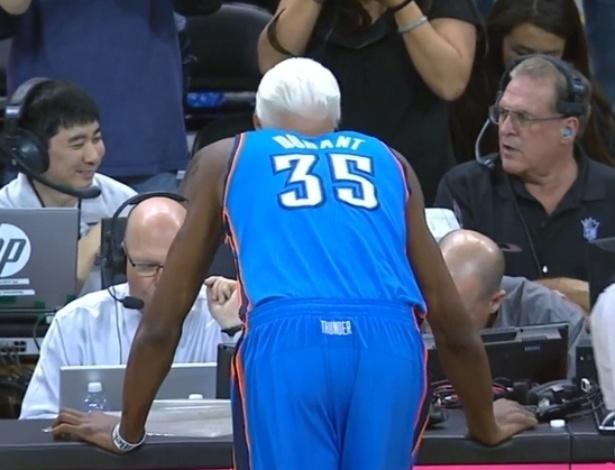 5.nov.2013 - Esse jogador de basquete não tem os cabelos grisalhos