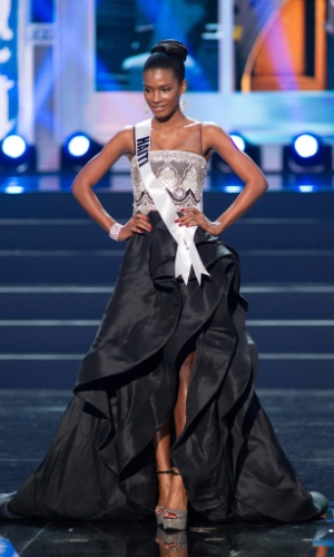 5.nov.2013 - Mondiana J'hanne Pierre, Miss Universo Haiti 2013, desfila em traje de gala durante Competição Preliminar do Miss Universo. A final acontece neste sábado (9) em Moscou, na Rússia