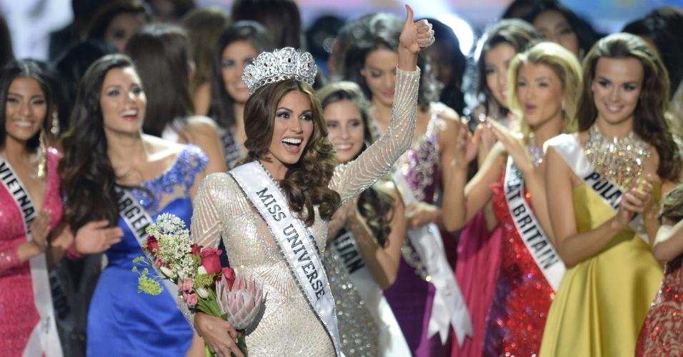 9.nov.2013 - A miss Venezuela, Gabriela Isler, comemora com a coroa de Miss Universo 2013, após vencer o concurso realizado em Moscou, na Rússia, neste sábado (9)