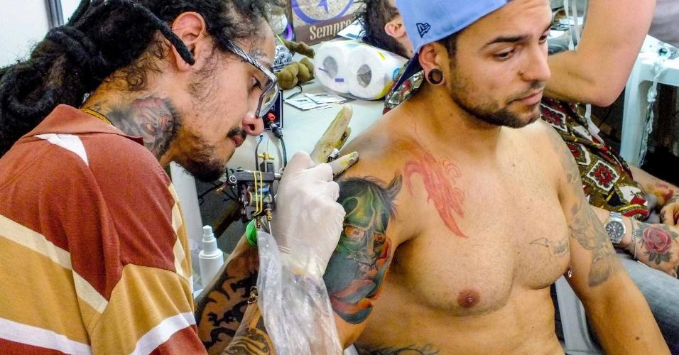 10.nov.2013 - A cidade de Joinville, em Santa Catarina, realizou sua primeira convenção de tatuagem. O evento, ocorrido no último sábado (9) teve três dias de duração e reuniu artistas e admiradores de tatuagens