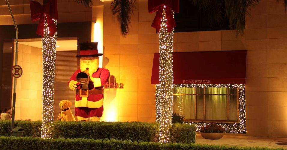 enfeites de natal para jardim iluminados : enfeites de natal para jardim iluminados:Decoração de natal no shopping Iguatemi localizado na Avenida Faria