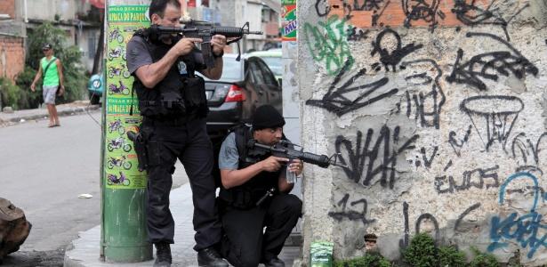 Polícia Civil do Rio de Janeiro durante operação no complexo de favelas da Maré, na zona norte da cidade